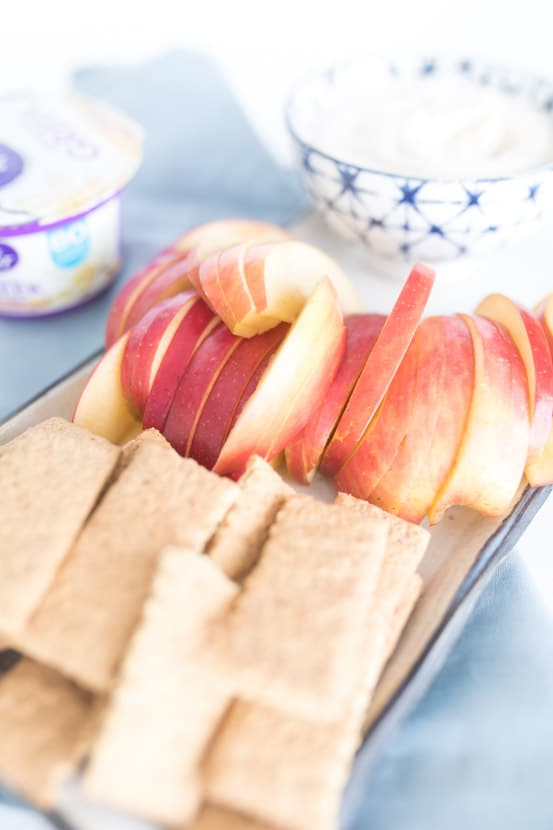 graham crackers and apples with PB Greek yogurt dip