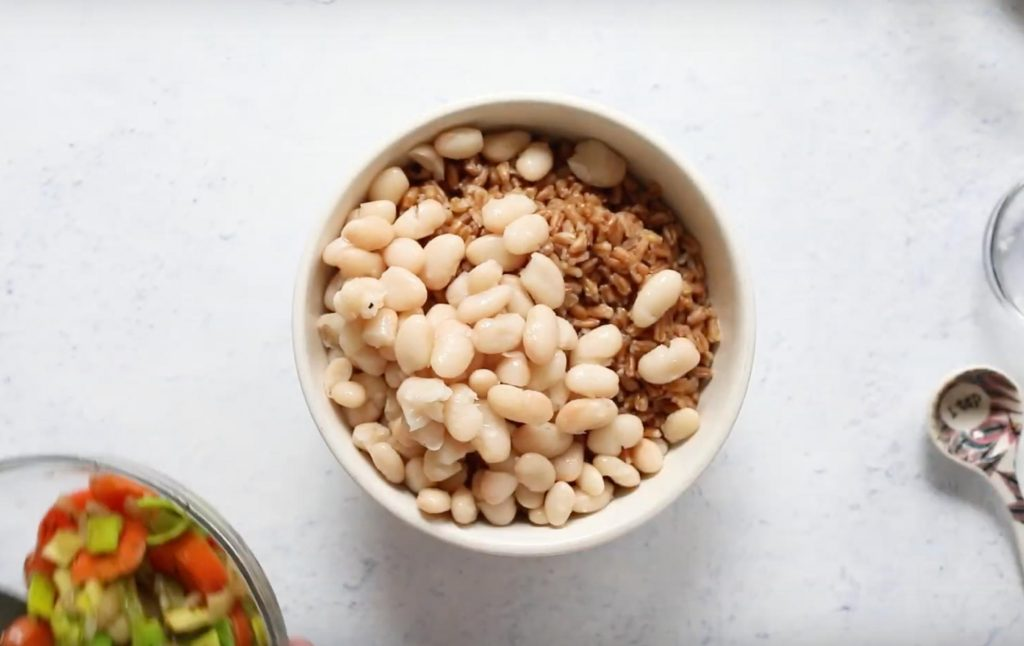 farro and white beans for white bean and farro bowl in a bowl