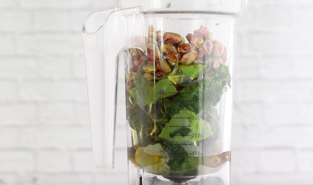 spinach, basil, pistachios, and olive oil in a blender