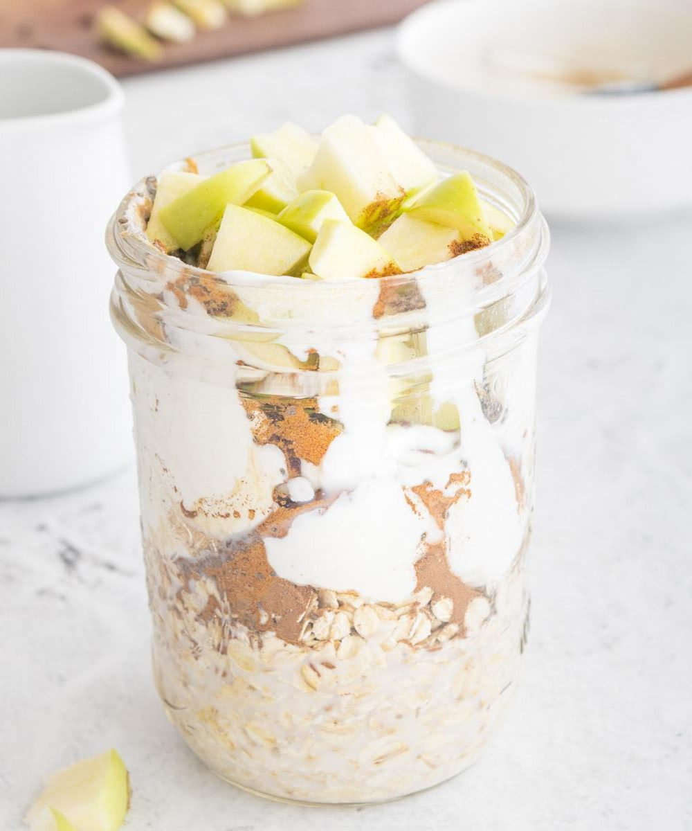 overnight oats with apples in a jar