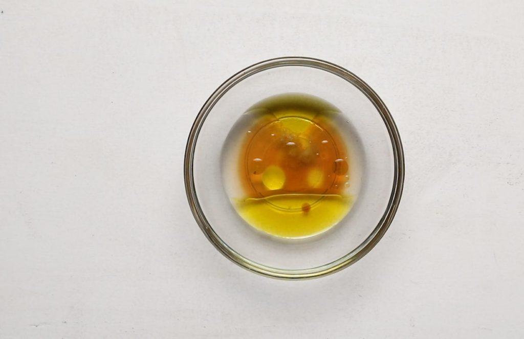 apple cider vinegar dressing in glass bowl