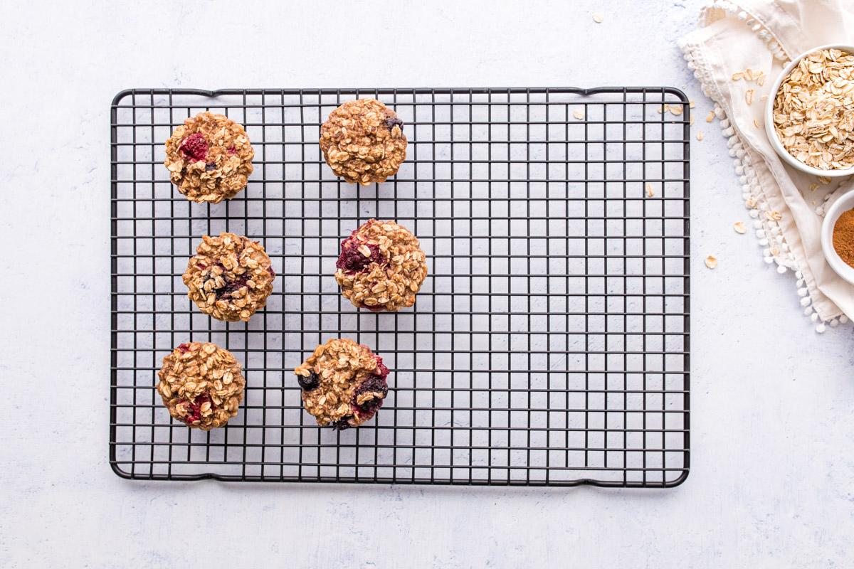 6 baked oatmeal cups on a cooling rack